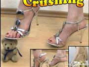 Euphoristin-Nicki – Teddy Crushing mit High Heels und barfuß!