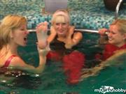 fetishalina – 3 Slinkystylez Girls im Pool