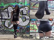 LadyAlshari – Walking in Wildleder-Overknees