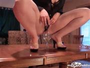 AutumnPeach – Table Piss in Glass and Drink