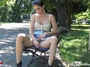 Wet-Kelly – Masturbate in the park