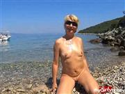 Monisworld – Blowjob-Spermaflut am Strand!