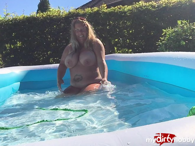 Miss-Busty-MilF in Der Solo-Busenpool