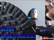 Mira-Peach – Giantess in Springerstiefeln!
