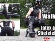 Kinky_Alice – Walking – Latex und Stiefeletten